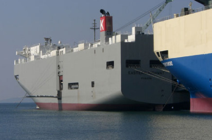 施工事例:車両運搬船